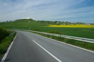 Carretera cerca de Asciano en la Crete Senesi. Foto de Stratocaster76