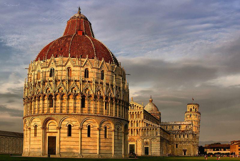 La Plaza de los Milagros con la catedral y la famosa torre de Pisa al fondo. Foto de Seracat.