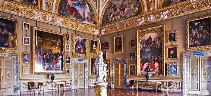 Lujosas estancias de los apartamentos reales del Palazzo Pitti