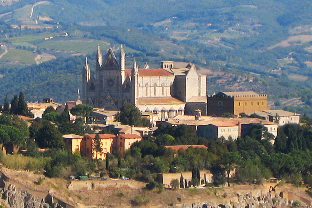 El bello pueblo de Orvieto, con su espectacular catedral de estilo gótico. Foto de Rosmarie Wirz.