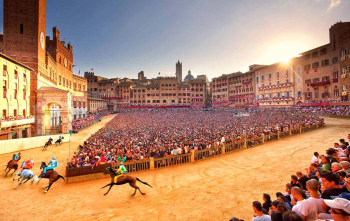 Ambiente increíble en Siena por la fiesta del Palio